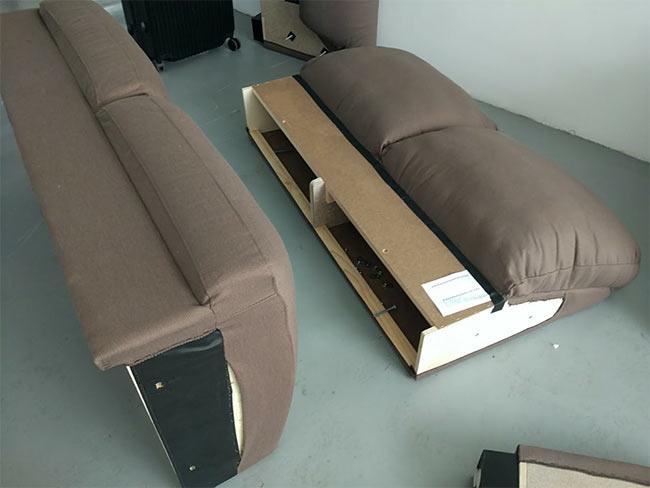 rozkręcona kanapa do przenoszenia